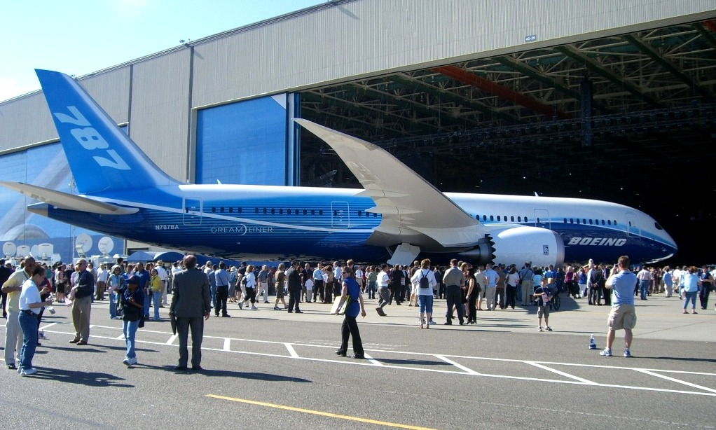 Boeing large sliding hangar doors
